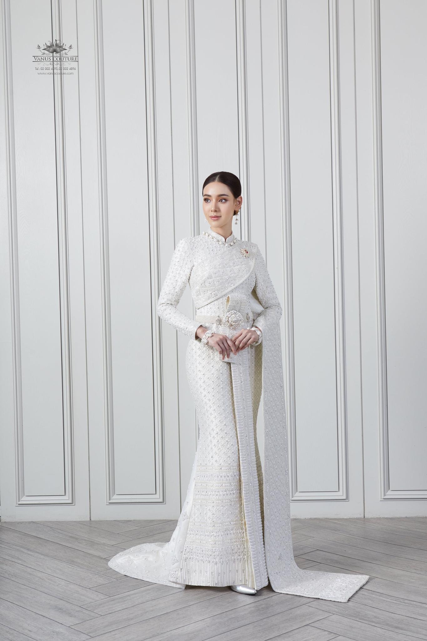 Thai traditional dress -  Toon 01
