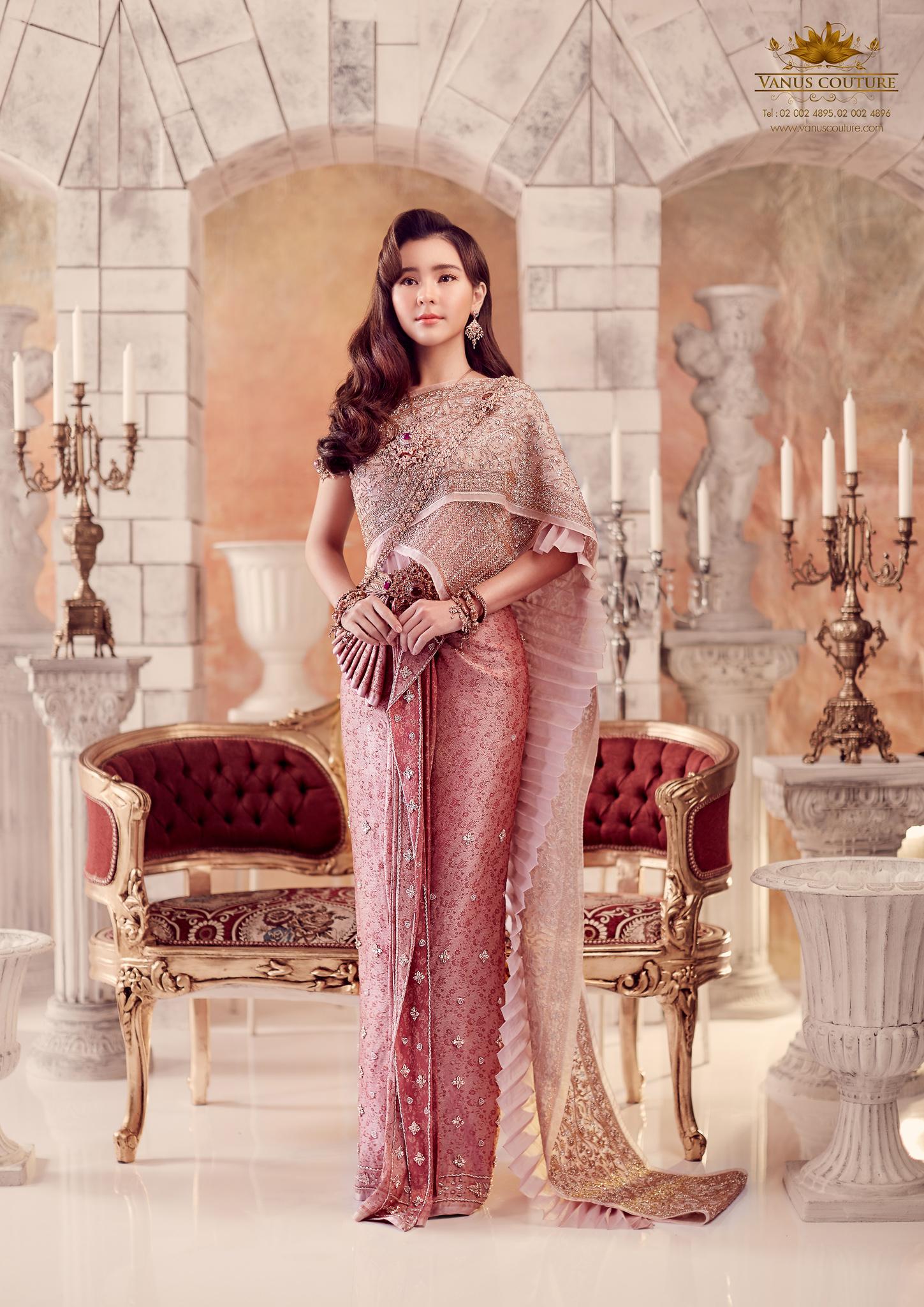 Thai traditional dress - Aom 01