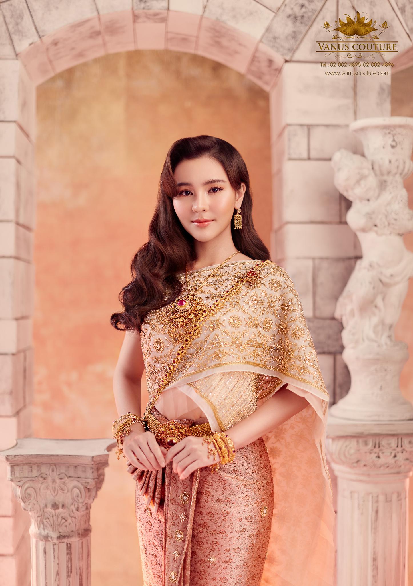 Thai traditional dress - Aom 02