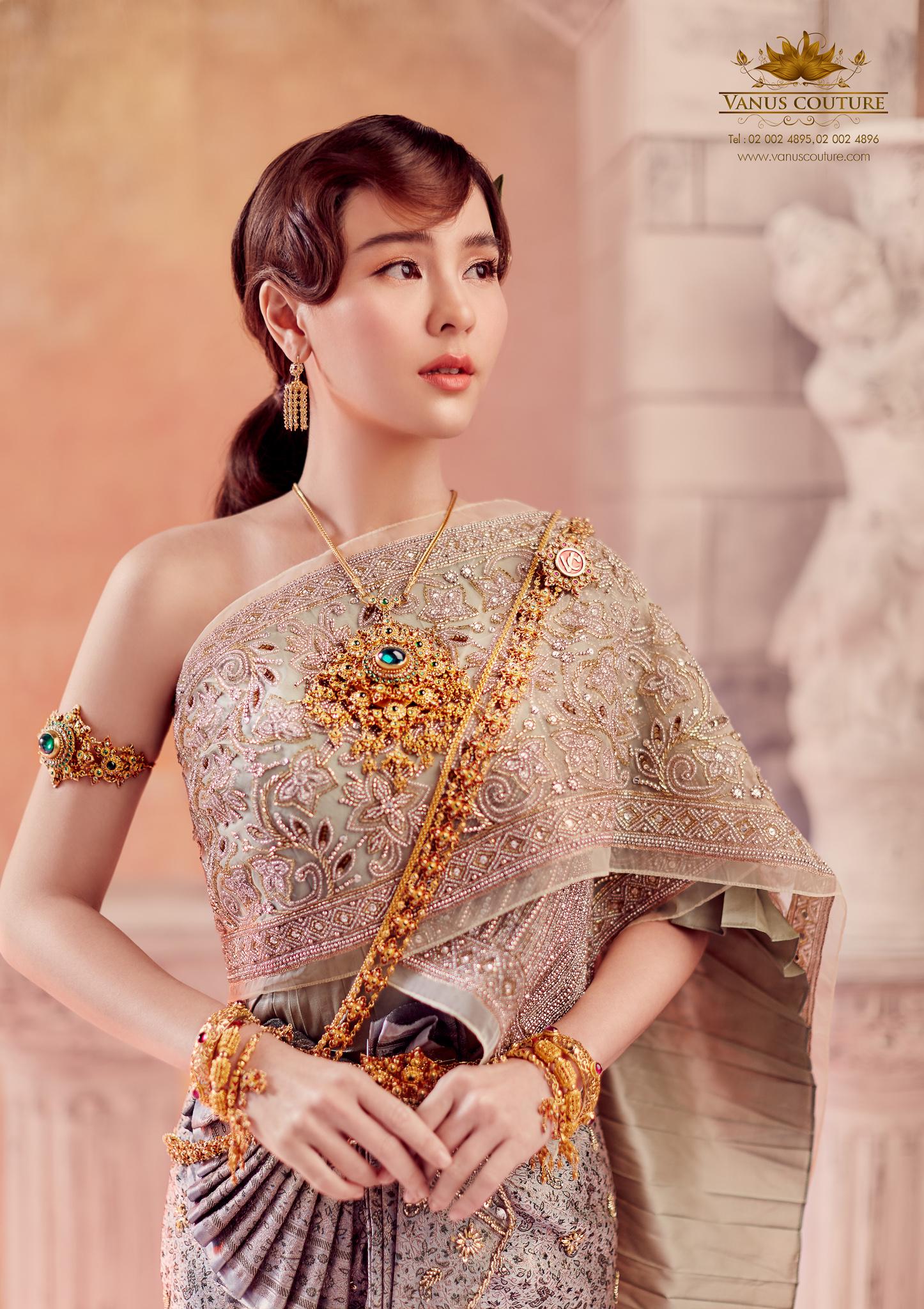 Thai traditional dress - Aom 03