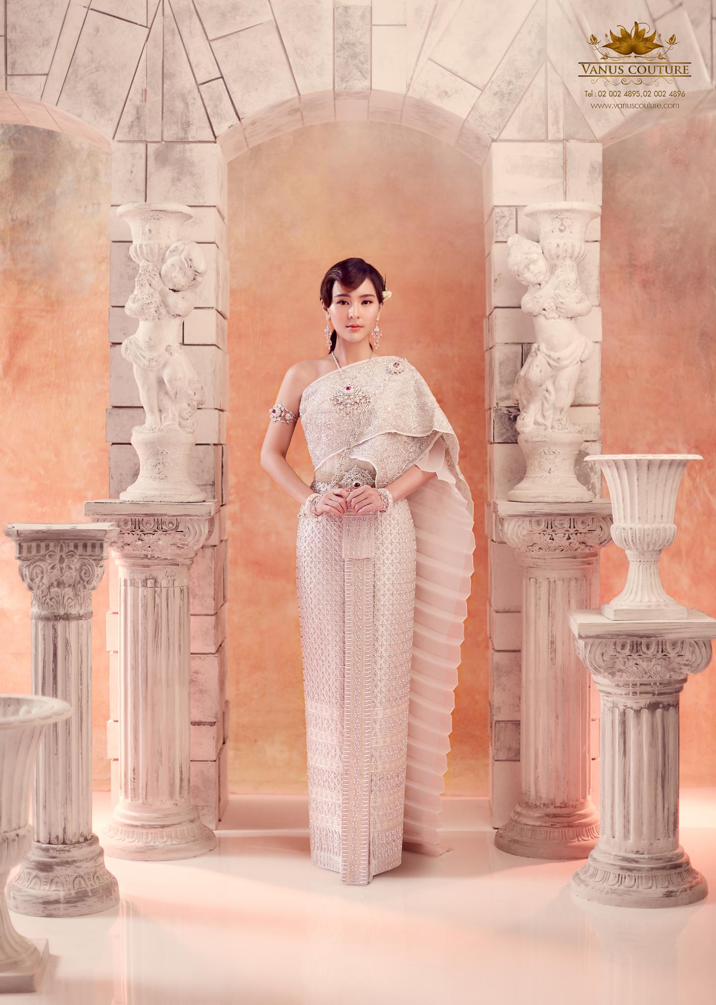Thai traditional dress - Aom 04