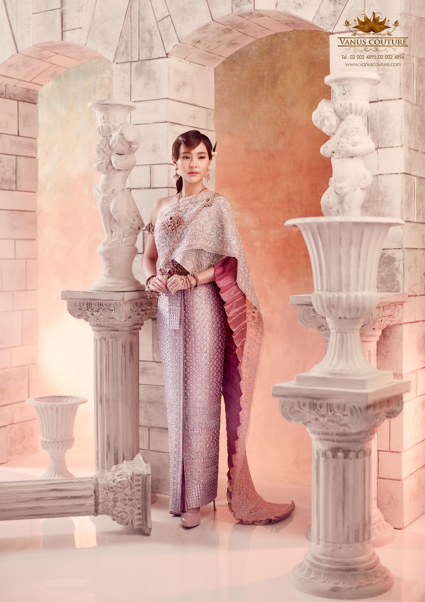 Thai traditional dress - Aom 05