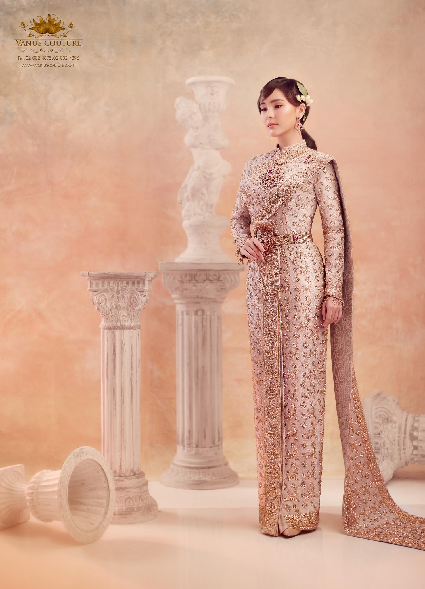 Thai traditional dress - Aom 07