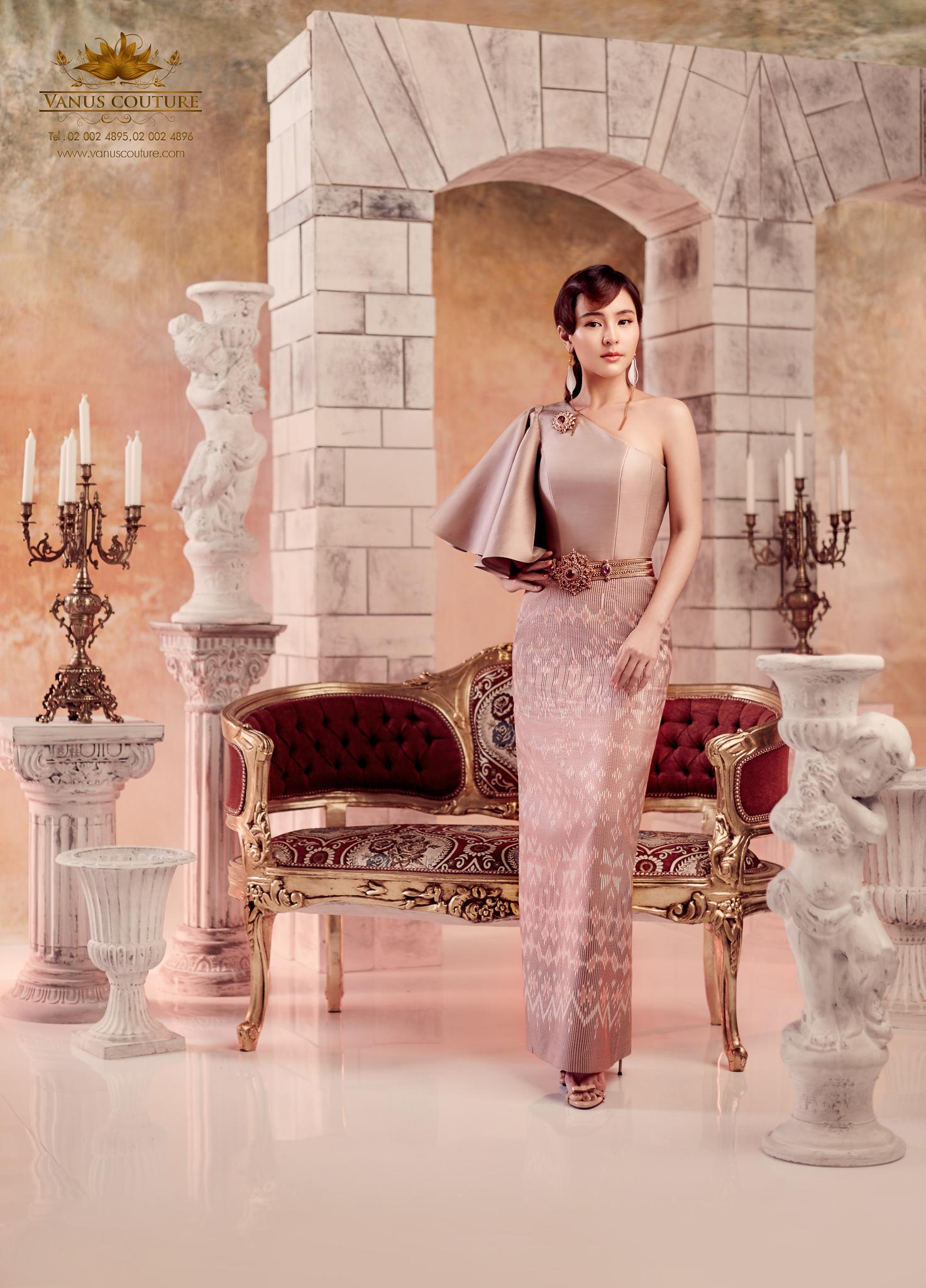 Thai traditional dress - Aom 08