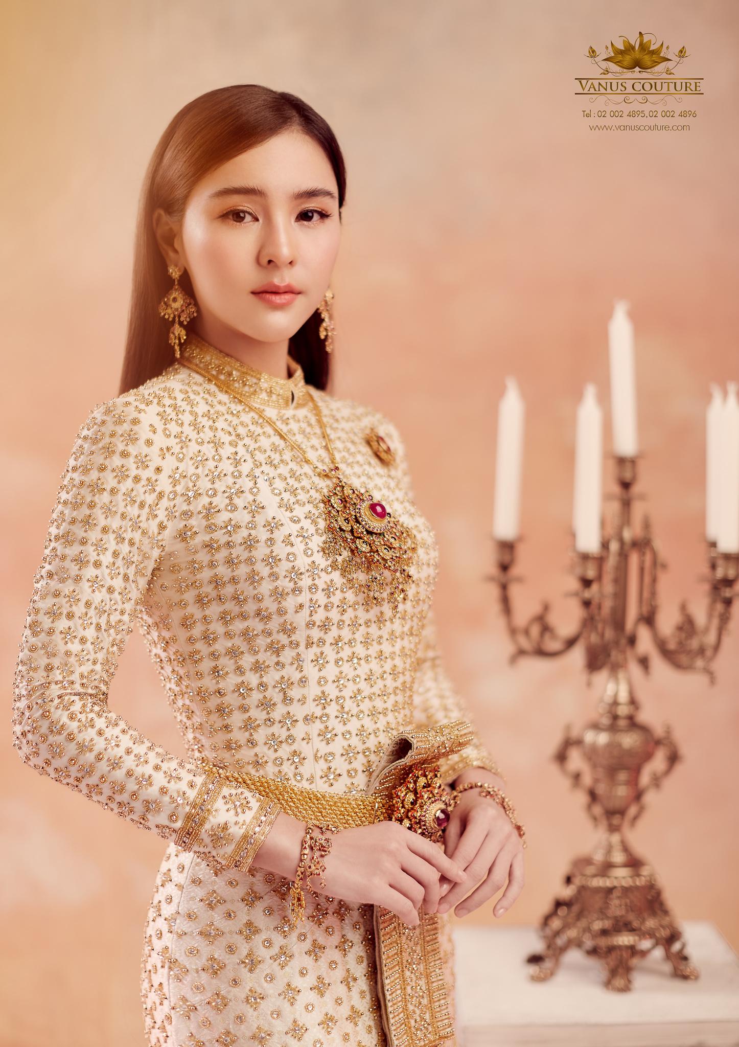 Thai traditional dress - Aom 09