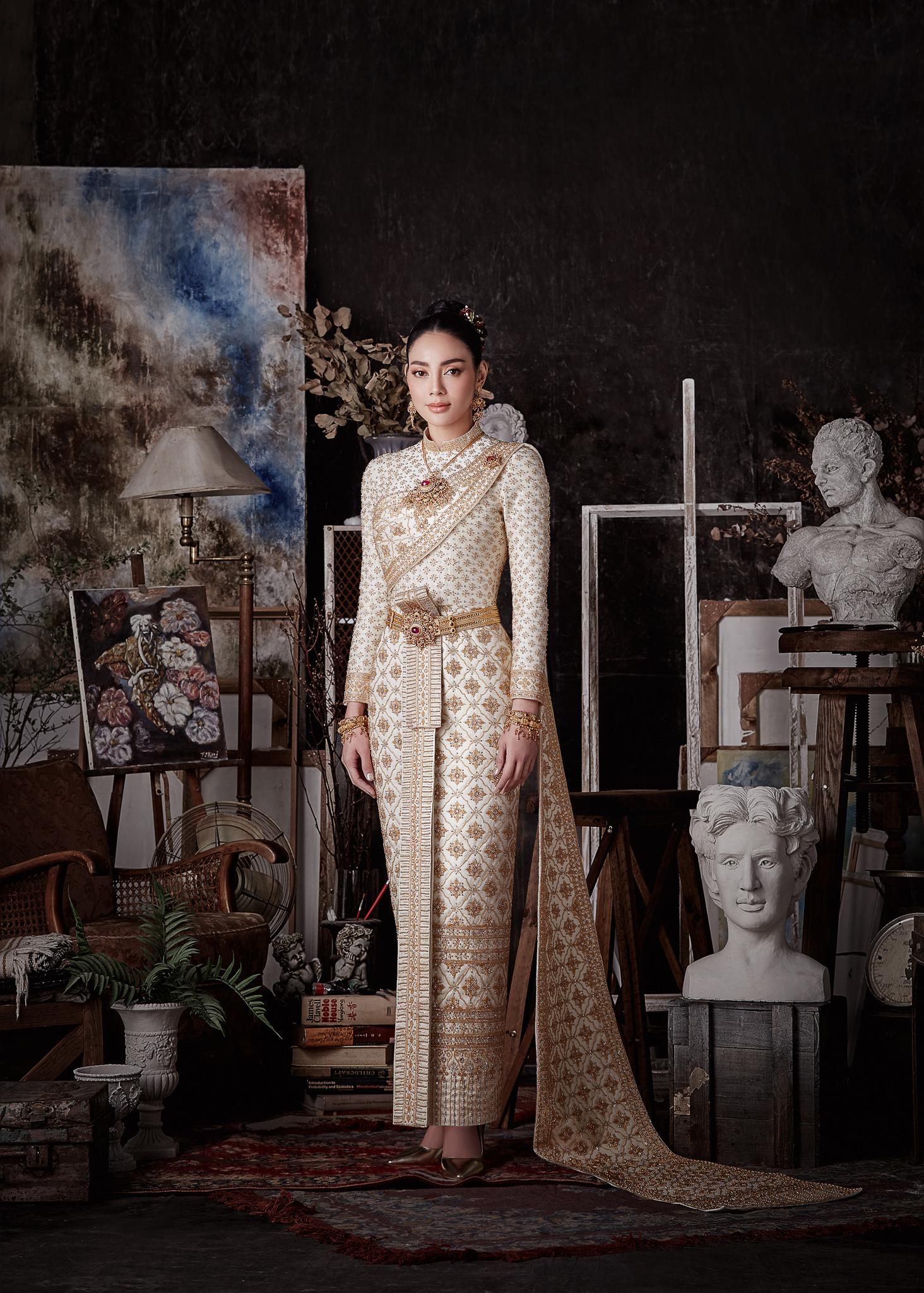 Thai traditional dress - Tak 02