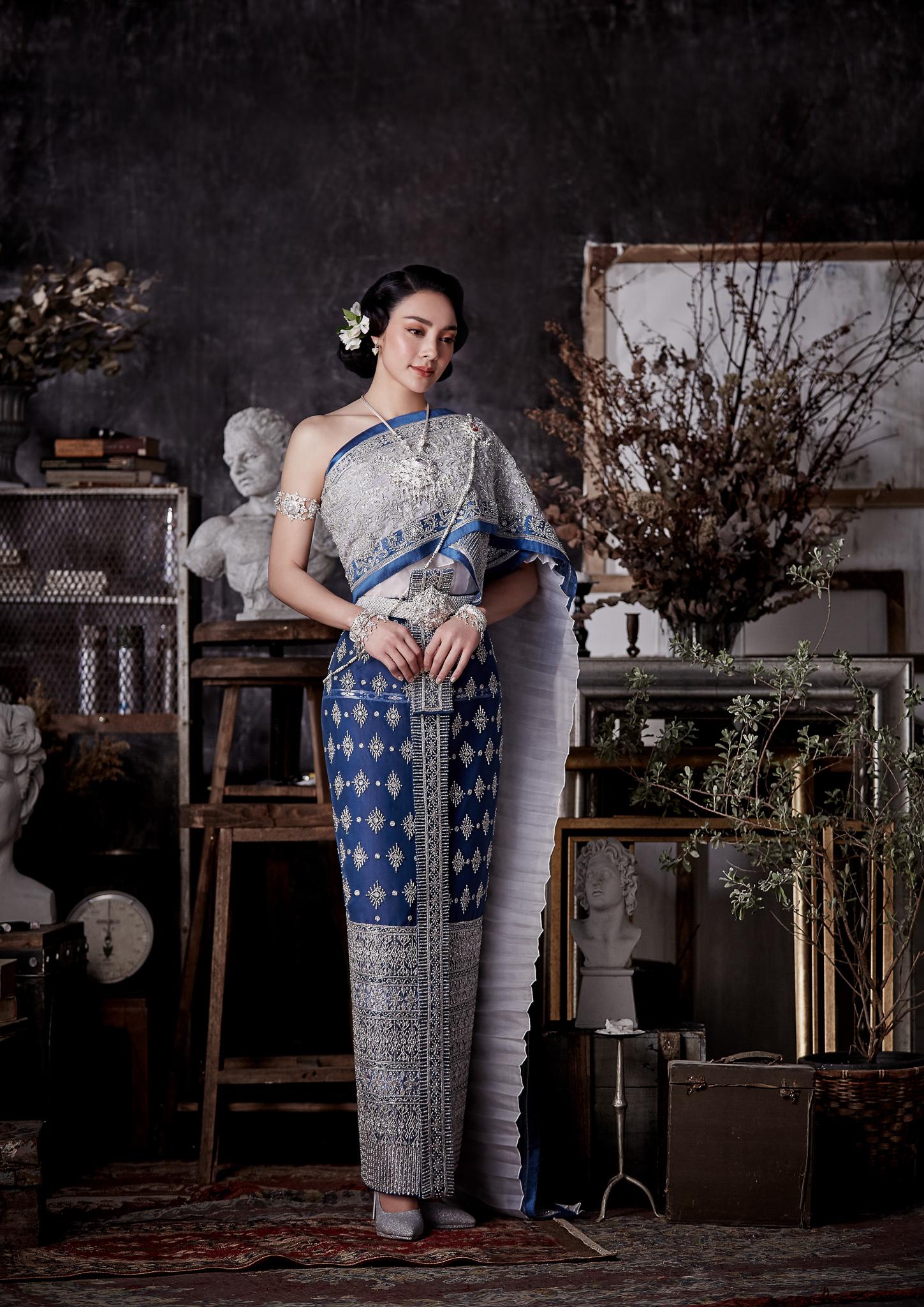Thai traditional dress - Tak 04