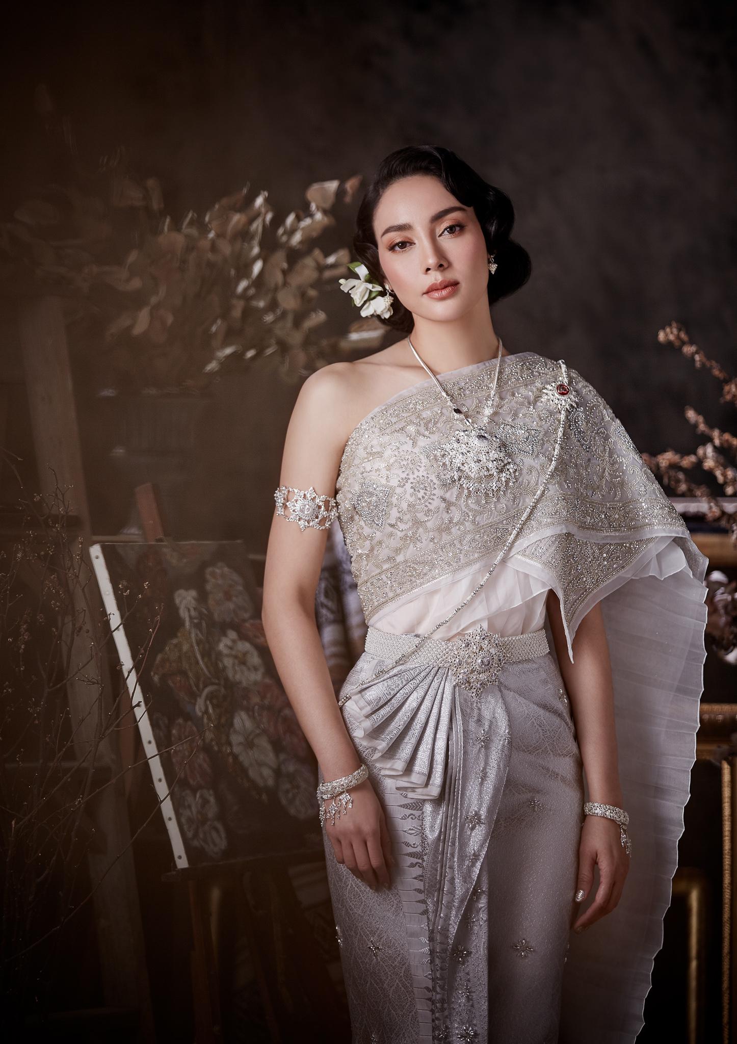 Thai traditional dress - Tak 07