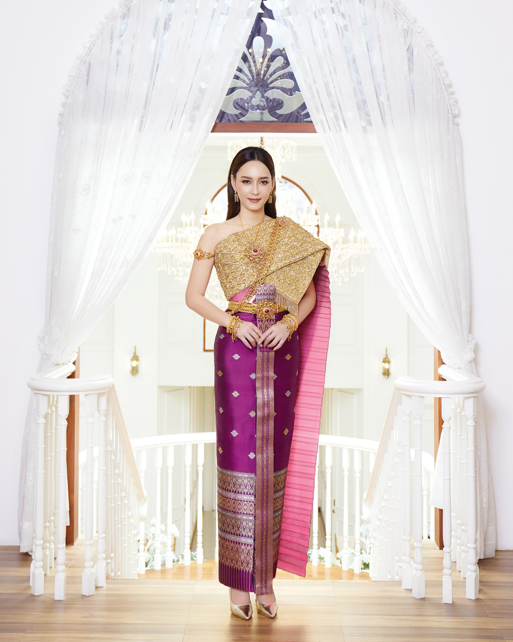 Thai traditional dress - Bee 01