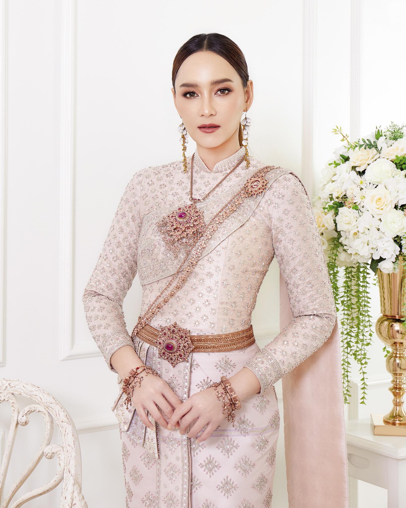 Thai traditional dress - Bee 02
