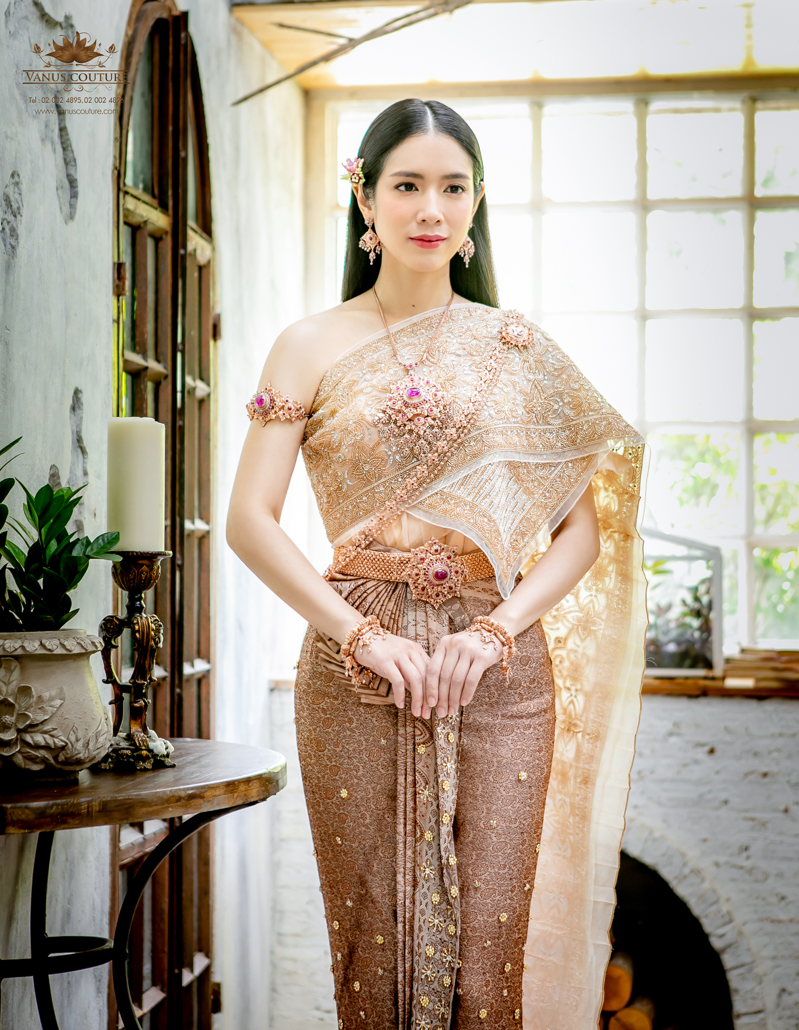Thai traditional dress - Donut 01