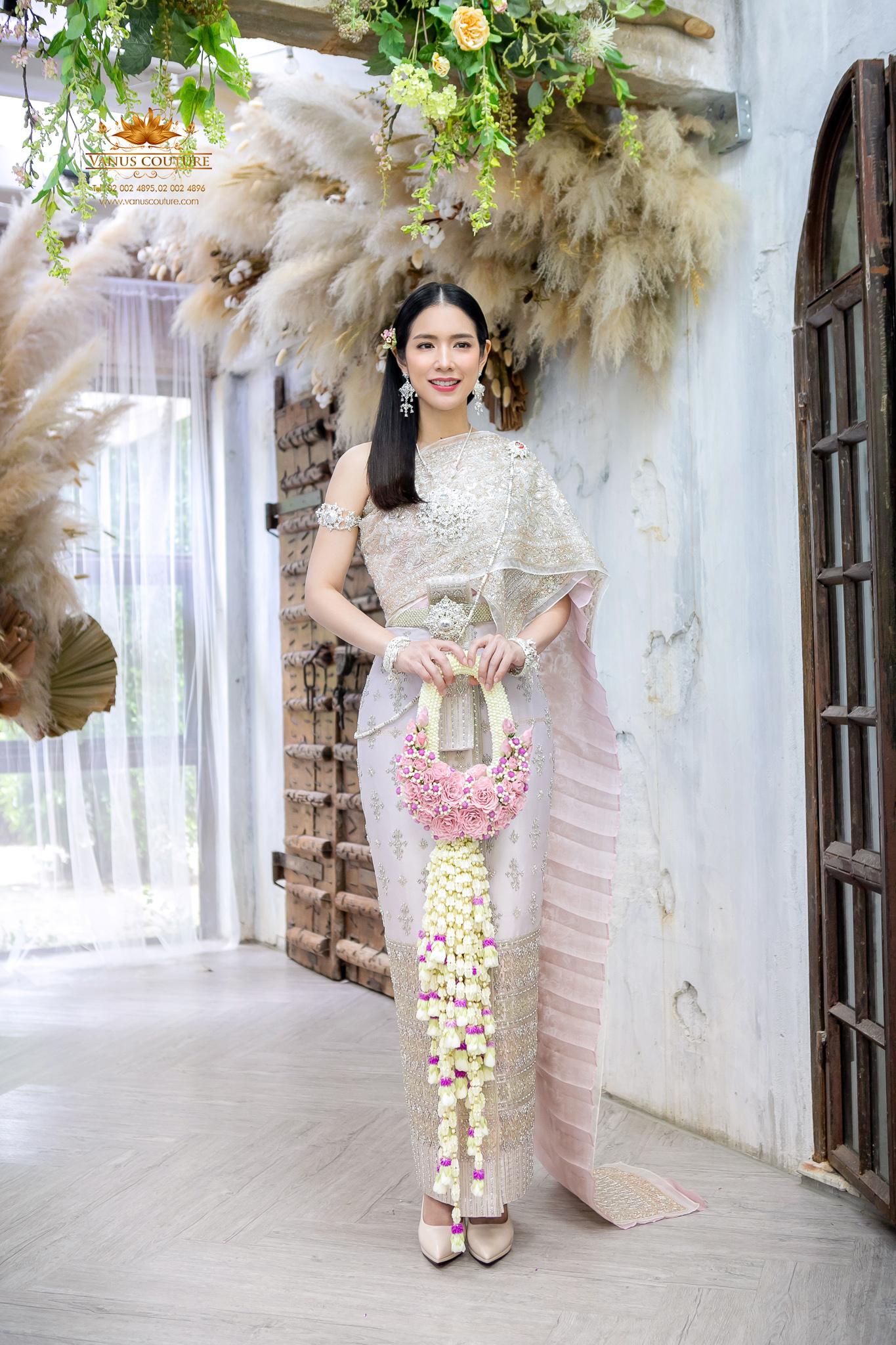 Thai traditional dress - Donut 02