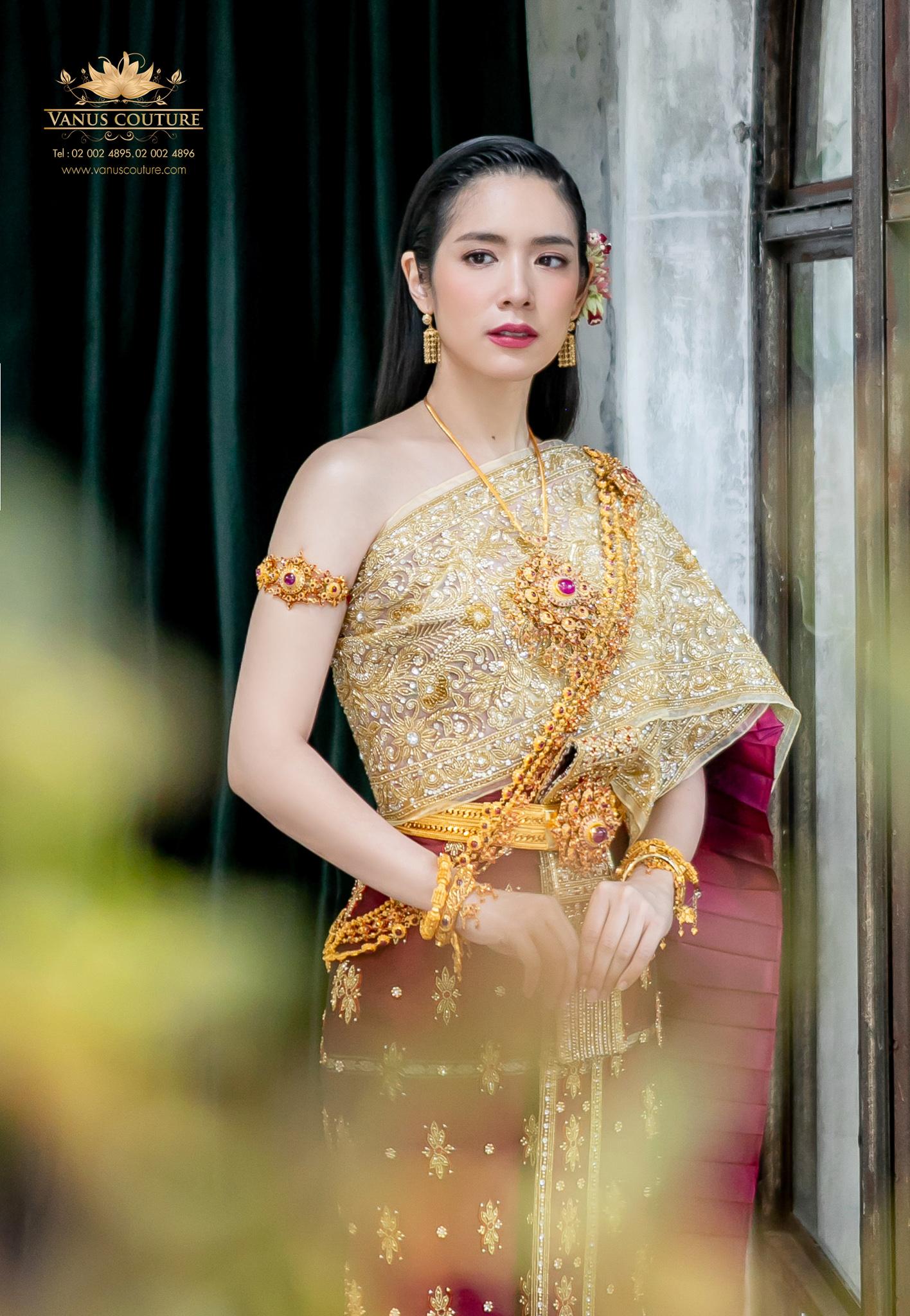 Thai traditional dress - Donut 03