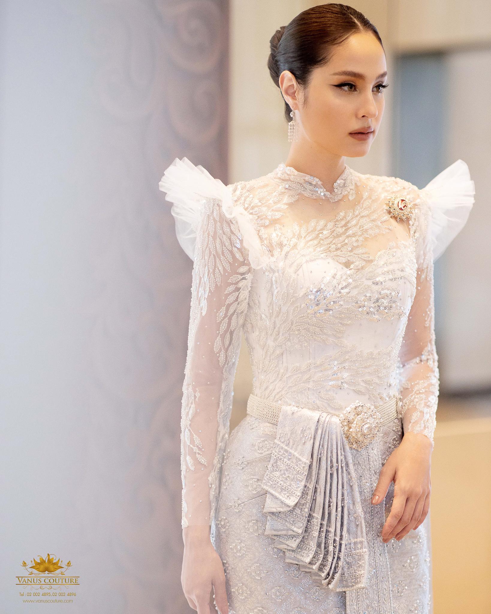 Thai traditional dress - Kwan 01