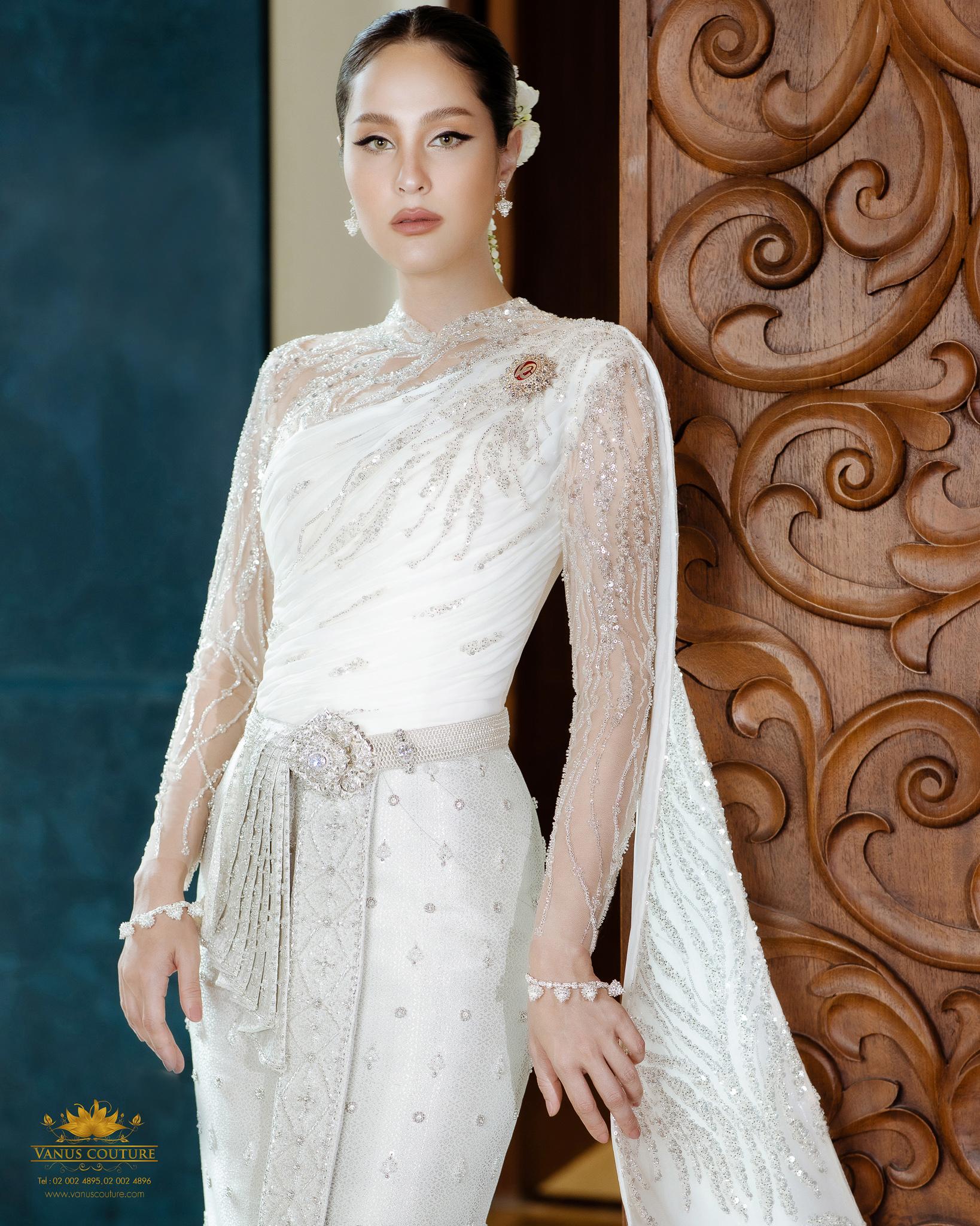 Thai traditional dress - Kwan 02
