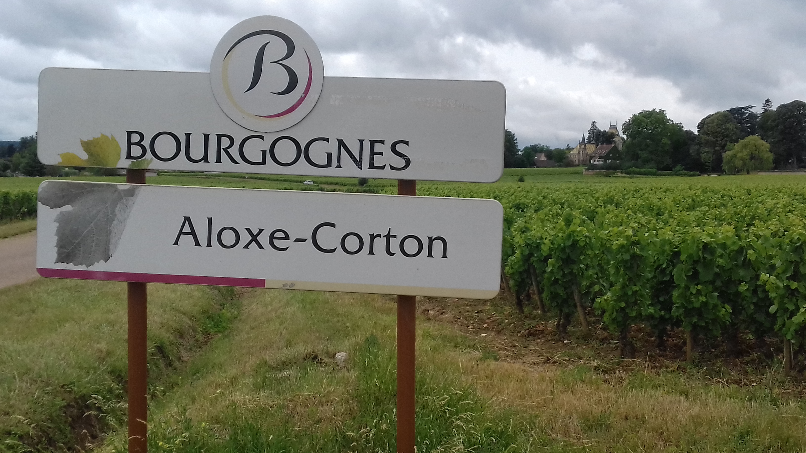 sign of burgundy region by the side of the road