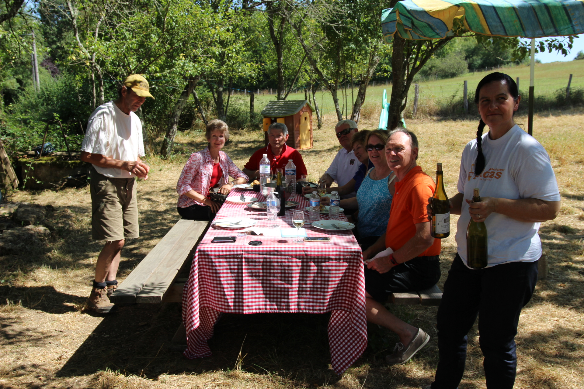 guests enjoying lunch during wine tour