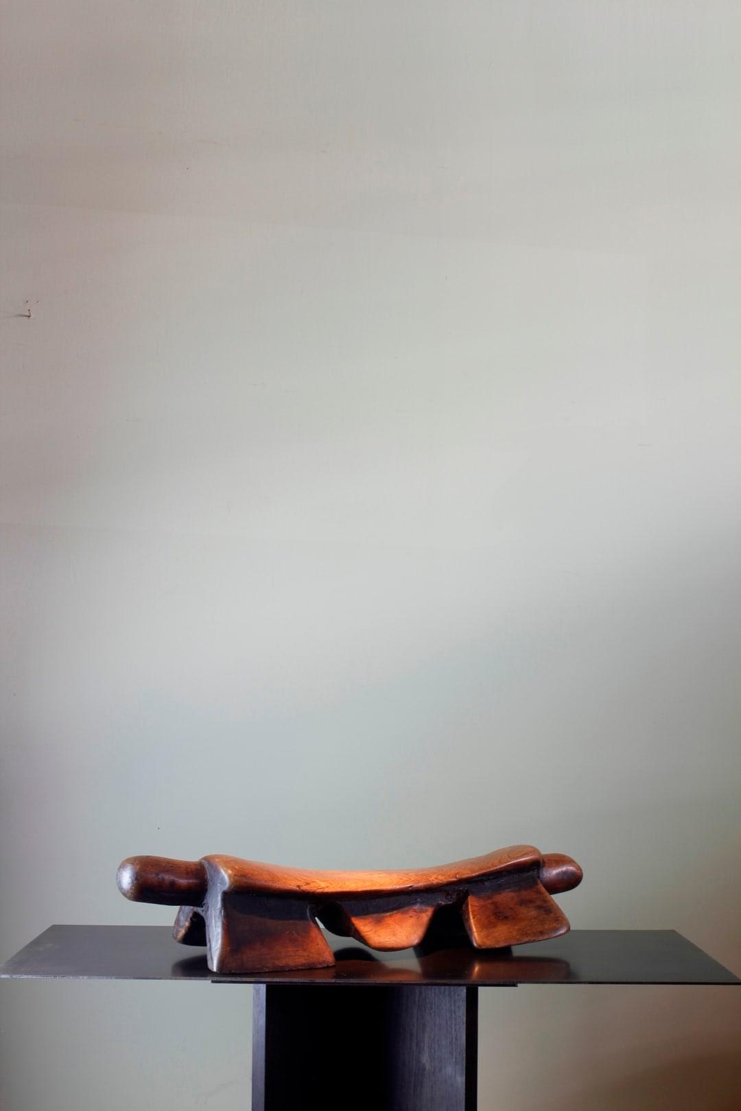 1. Headrest/Stool