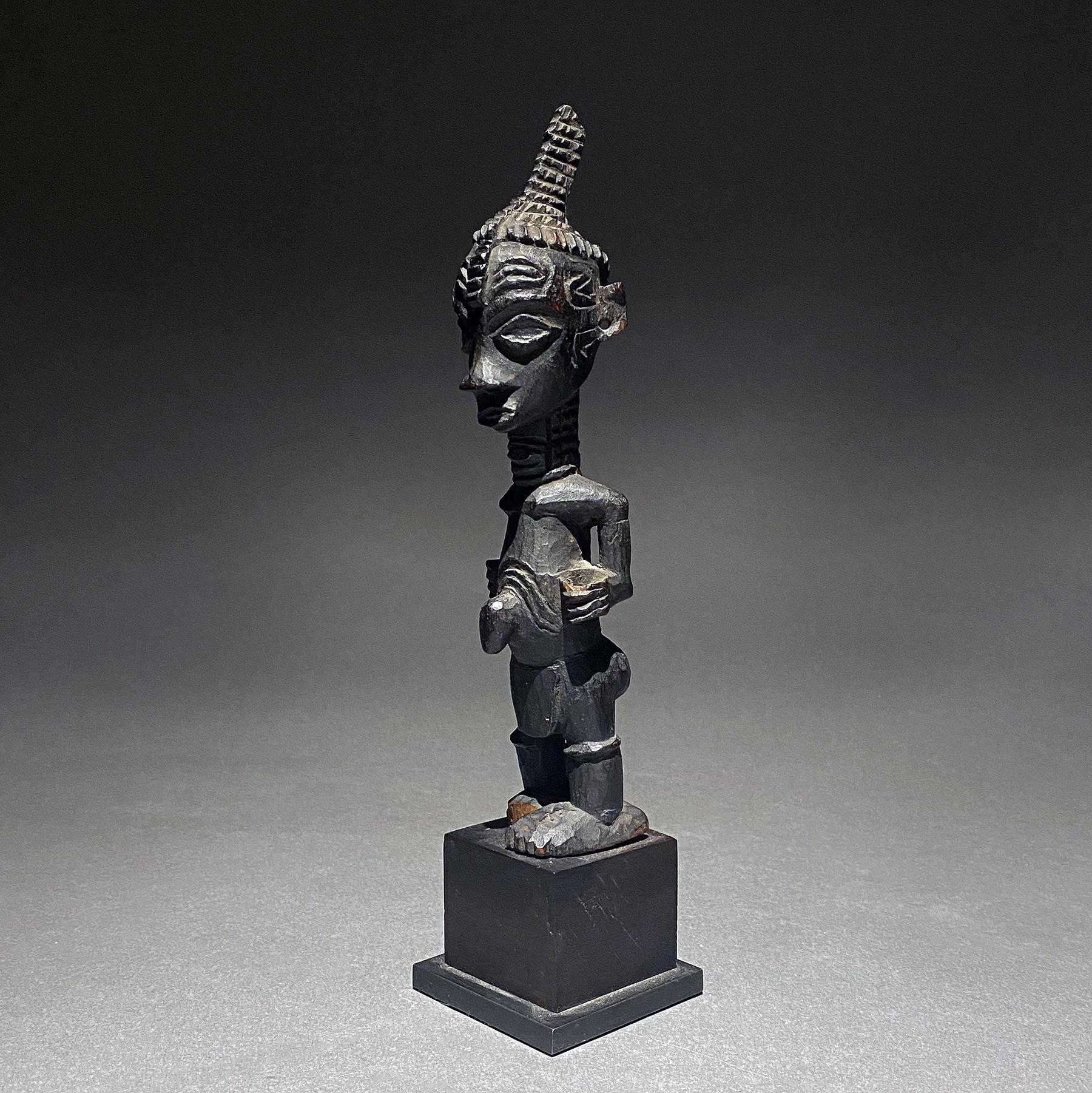 Lulua figure