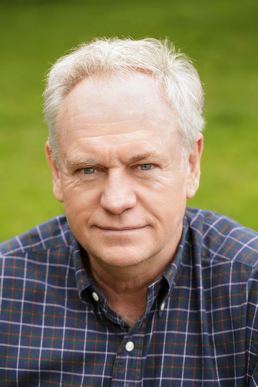 Headshot of Dan Hallen
