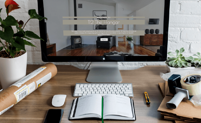 Website display picture and desk flatlay