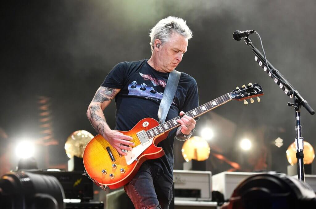 Mike McCready playing the bass