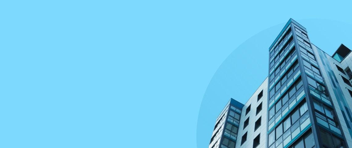 Bâtiment sur arrière-plan bleu