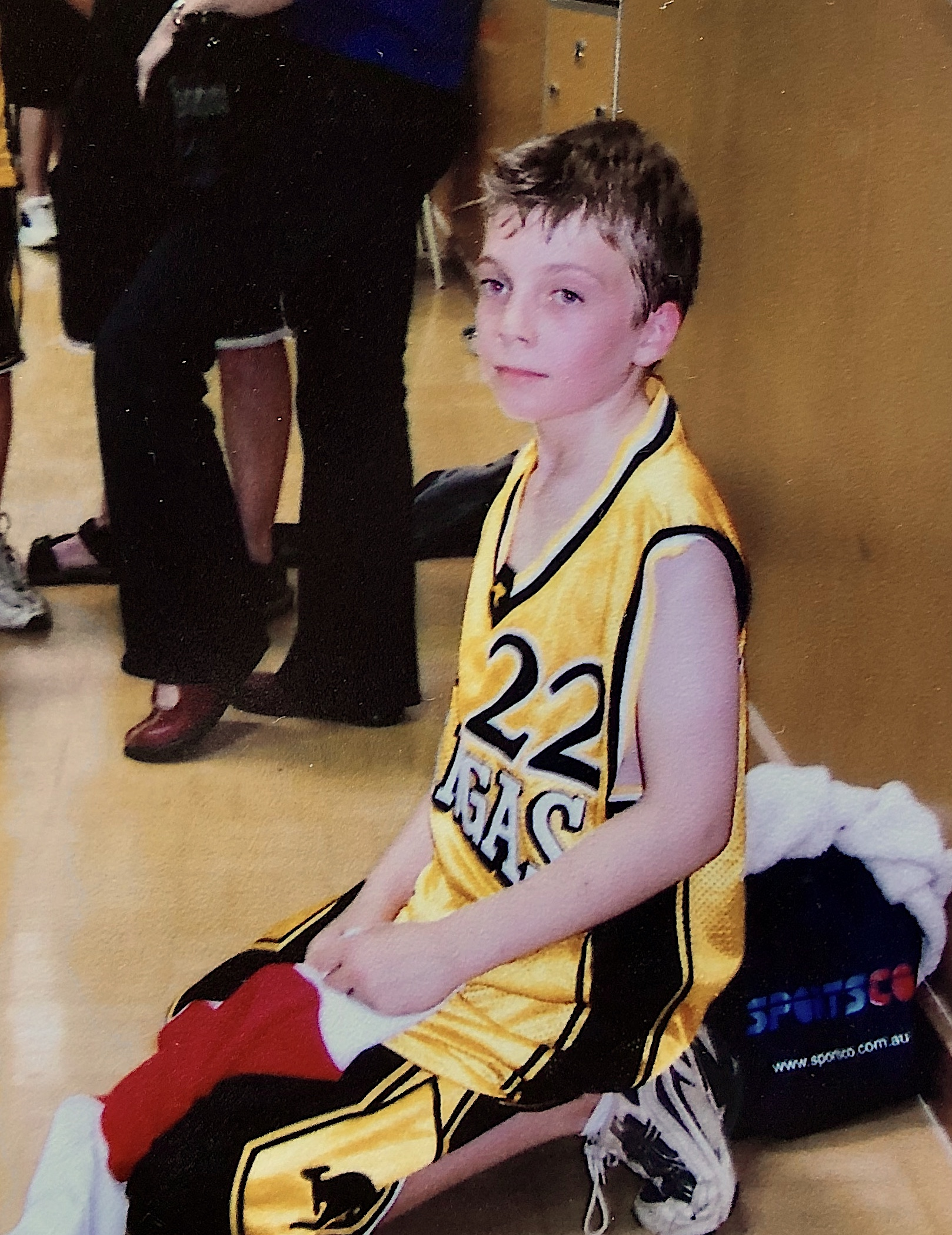 Photo of Andrew (Co-founder of Teammo) in his early days of playing basketball