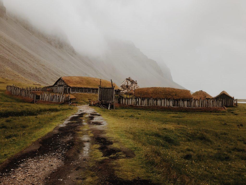 Petite maison campagnarde isolée