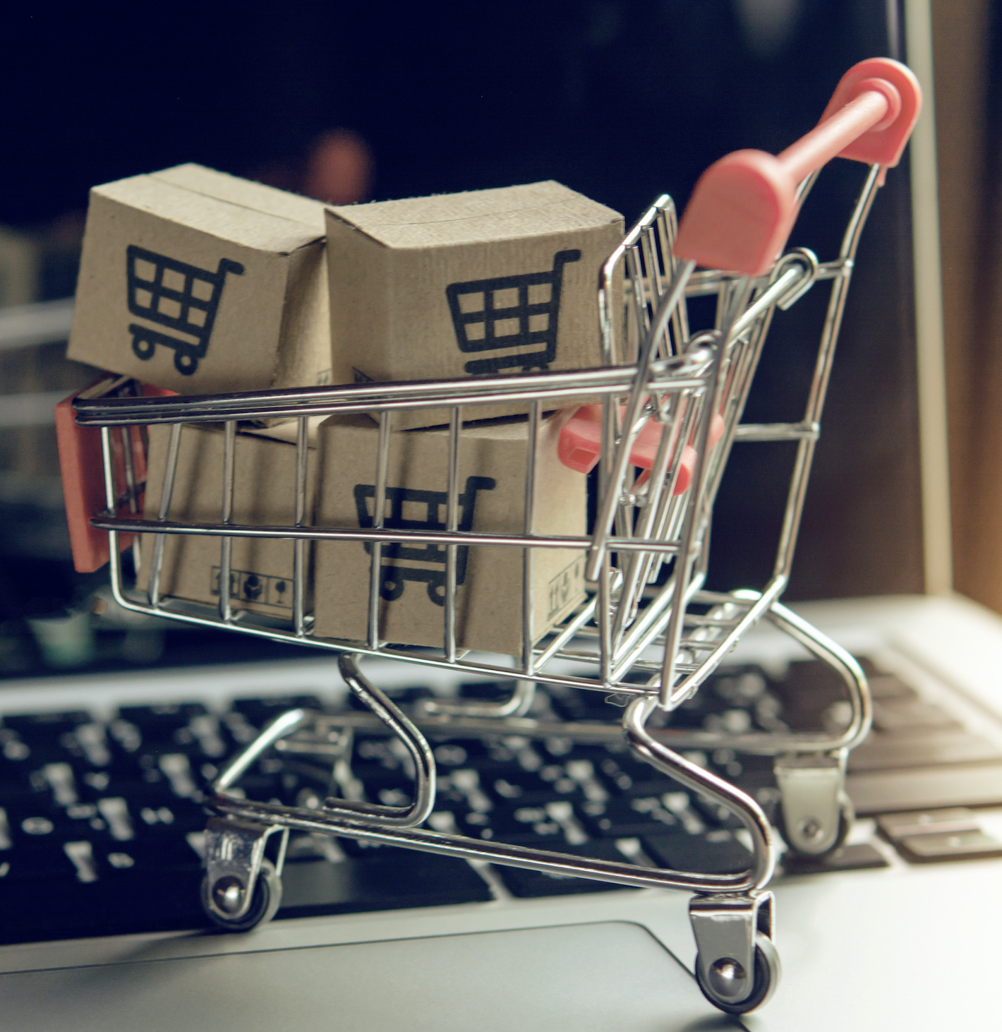 This week's top stories in supply chain and logistics: online-shopping boom delivers haul for van makers, UPS & FedEx fees on heavy packages to hit consumers and merchants, Amazon's van-buying spree delivers a gift to the auto industry, Amazon shows why it's investing so much In logistics, and JB Hunter builds 'big and bulky' last-mile capacity with acquisition. Read our Friday Five to learn more here!