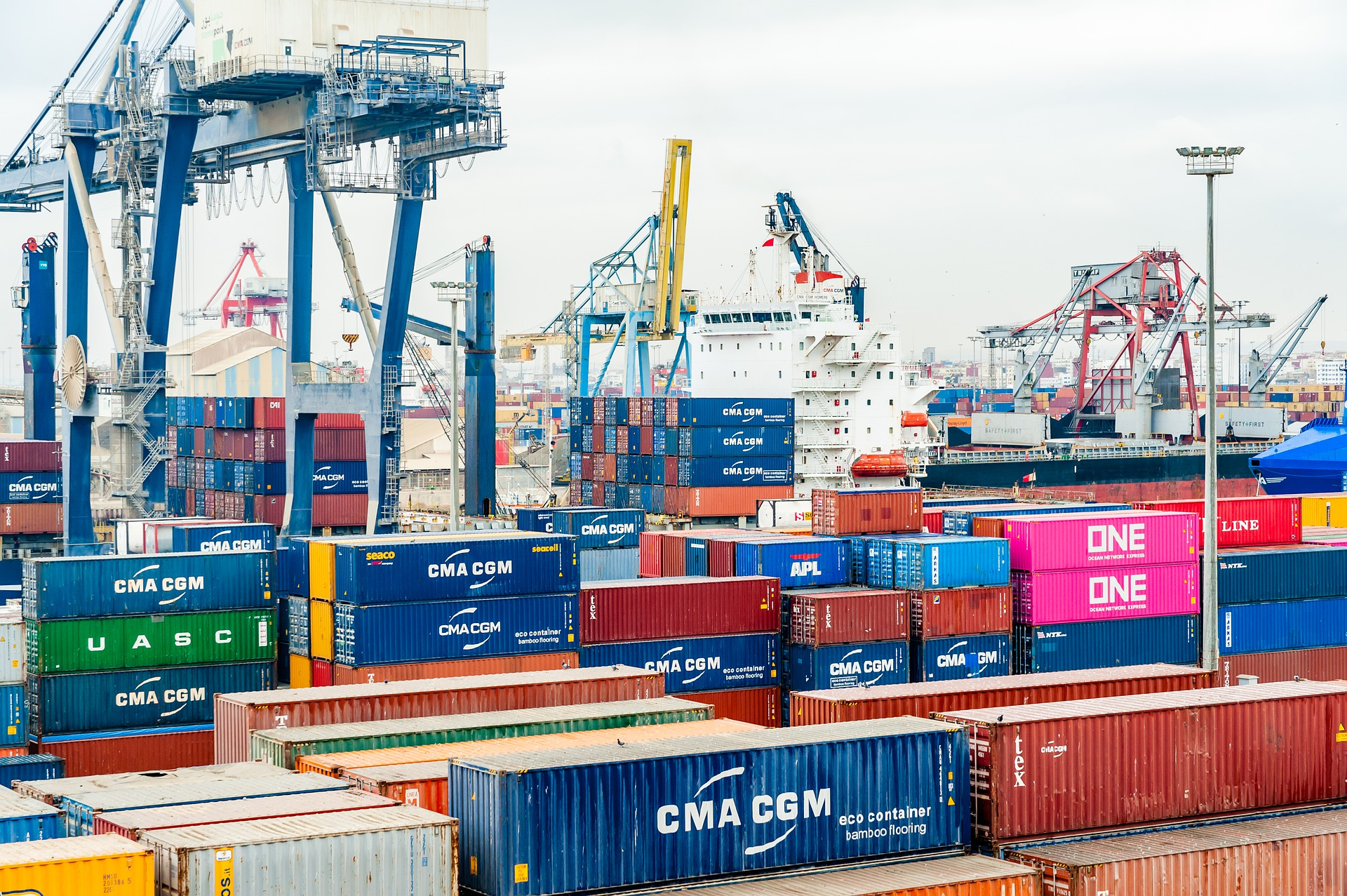 No one wants to be accused of taking advantage of a bad situation, but in the world of ocean freight, carriers are walking a fine line between cost and availability amid the current import boom. Also in the news this week, Amazon expands its stake in air, while shifting consumer habits continue to change the makeup of the logistics warehouse space.