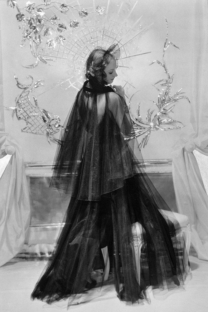 Evening wear by Mainbocher, jewels by Cartier, 1935