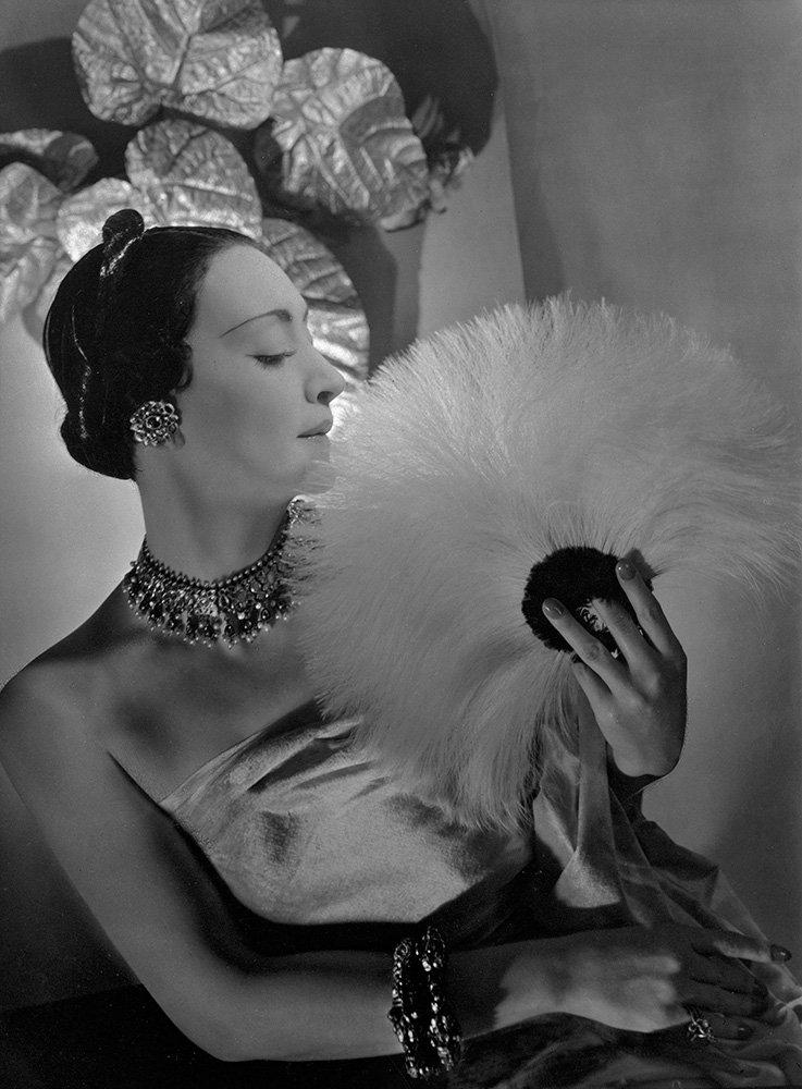 Mrs. Munoz, jewels by Cartier, 1932