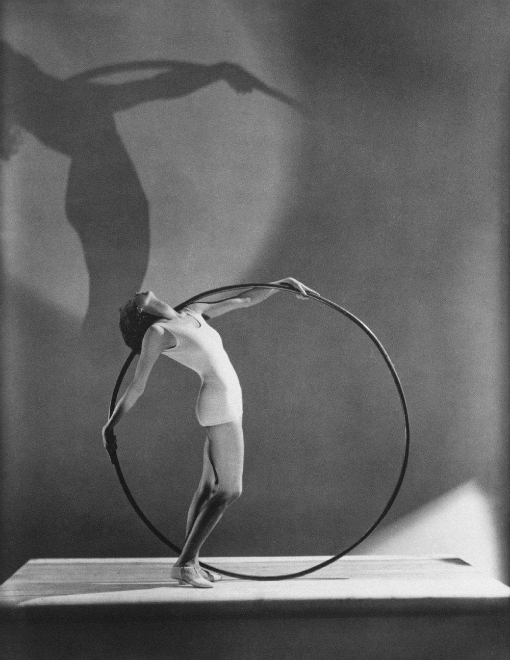 George-Hoyningen-Huene-Swimwear-with-Hoola-Hoop
