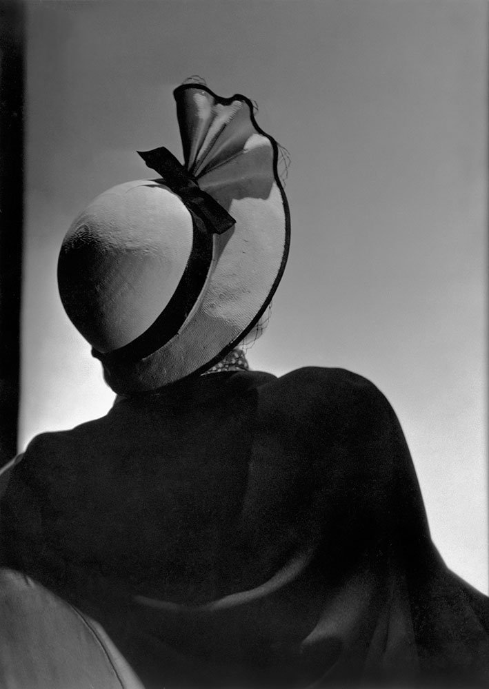 Evelyne Grieg, dress by Maggy Rouff, and hat by Talbot, 1934