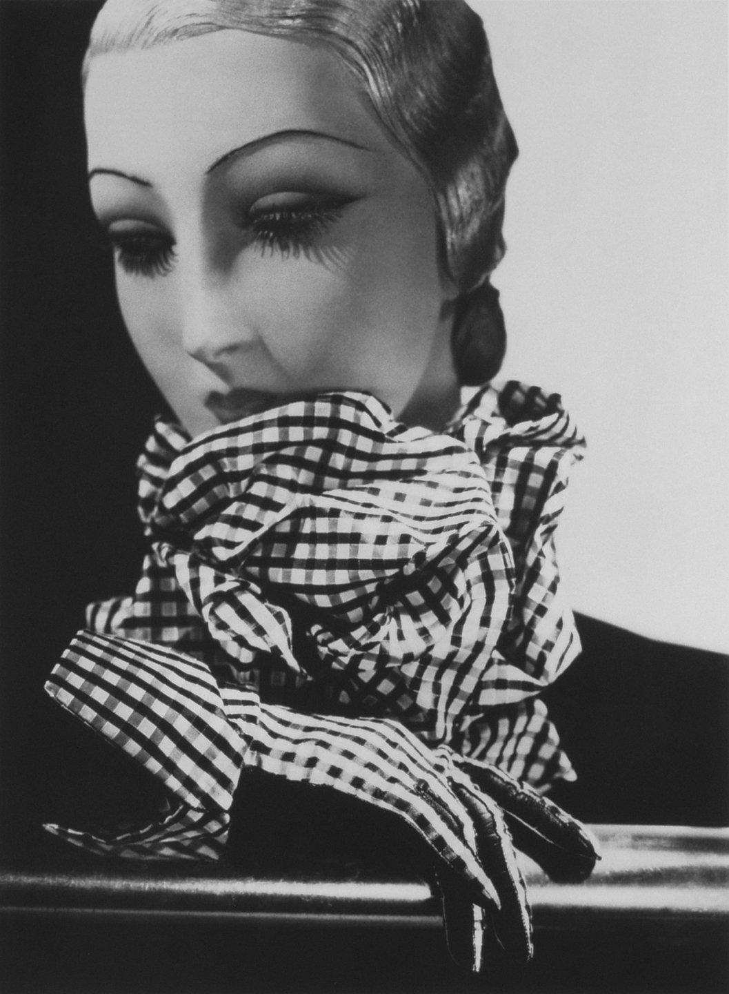 Chanel scarf and gloves, mannequin by Pierre Imans, 1934