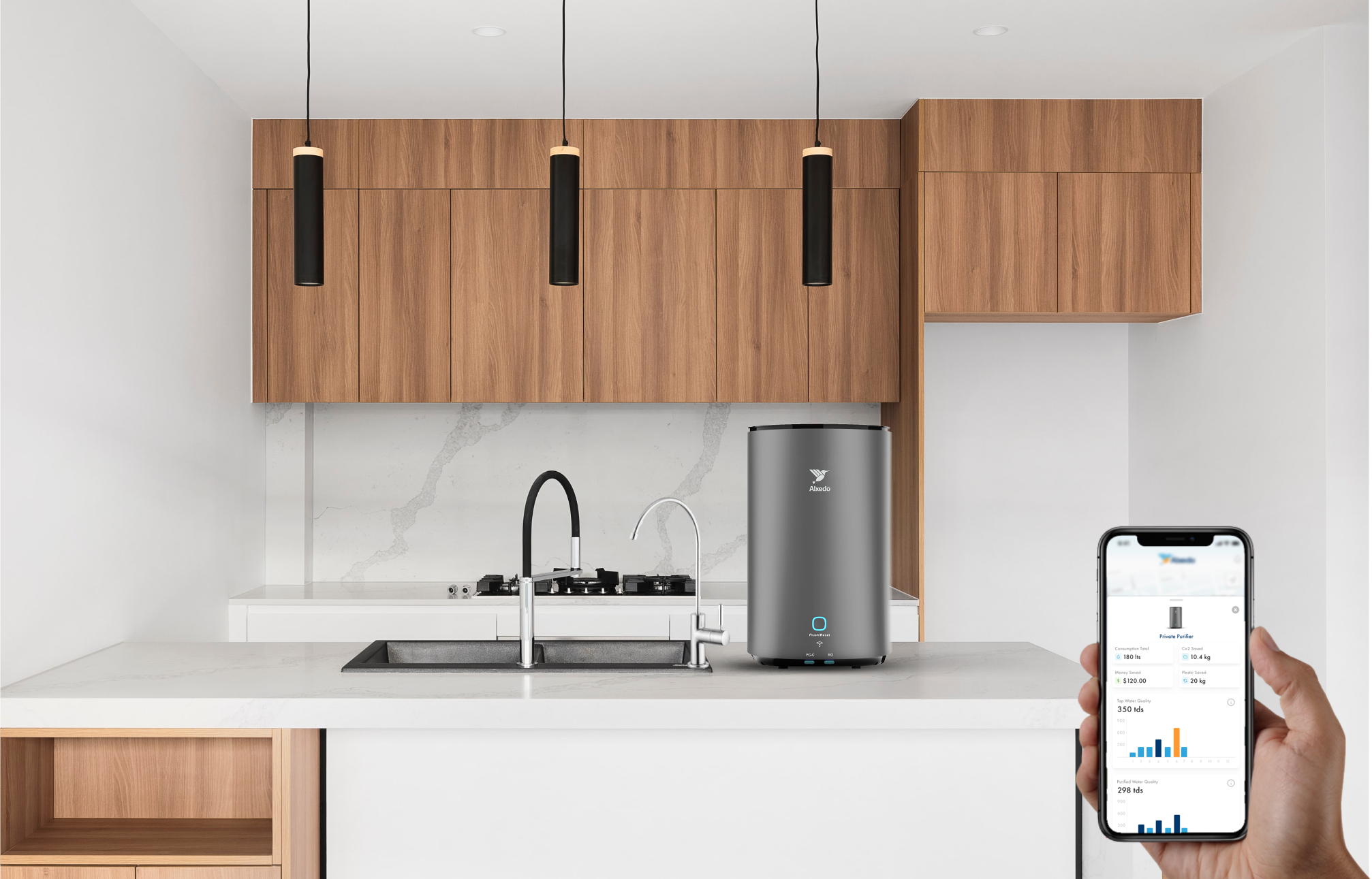 Holding a phone in the right hand with the Alxedo App opened, showing Water consumption statistic. An Alxedo Purifier is placed in a kitchen in the Background