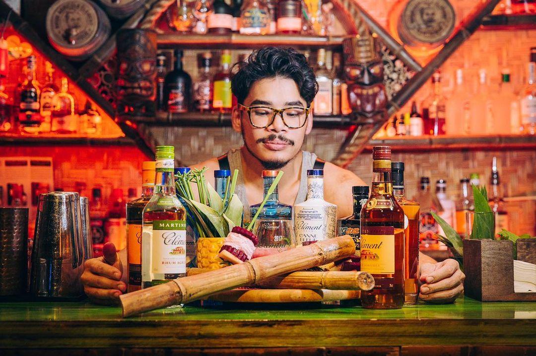 Beachcomber bartender making a drink