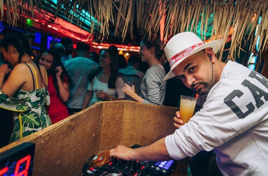 Friday's with DJ JayB