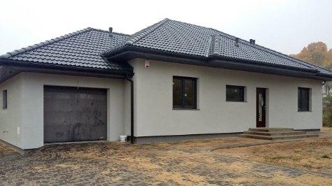 dom parterowy, miniaturka, garaż jedno-stanowiskowy ocieplany z dachem trójspadowym