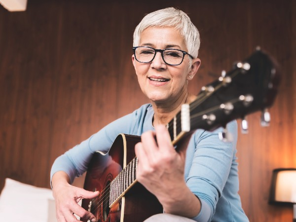 Older lady playing guitar