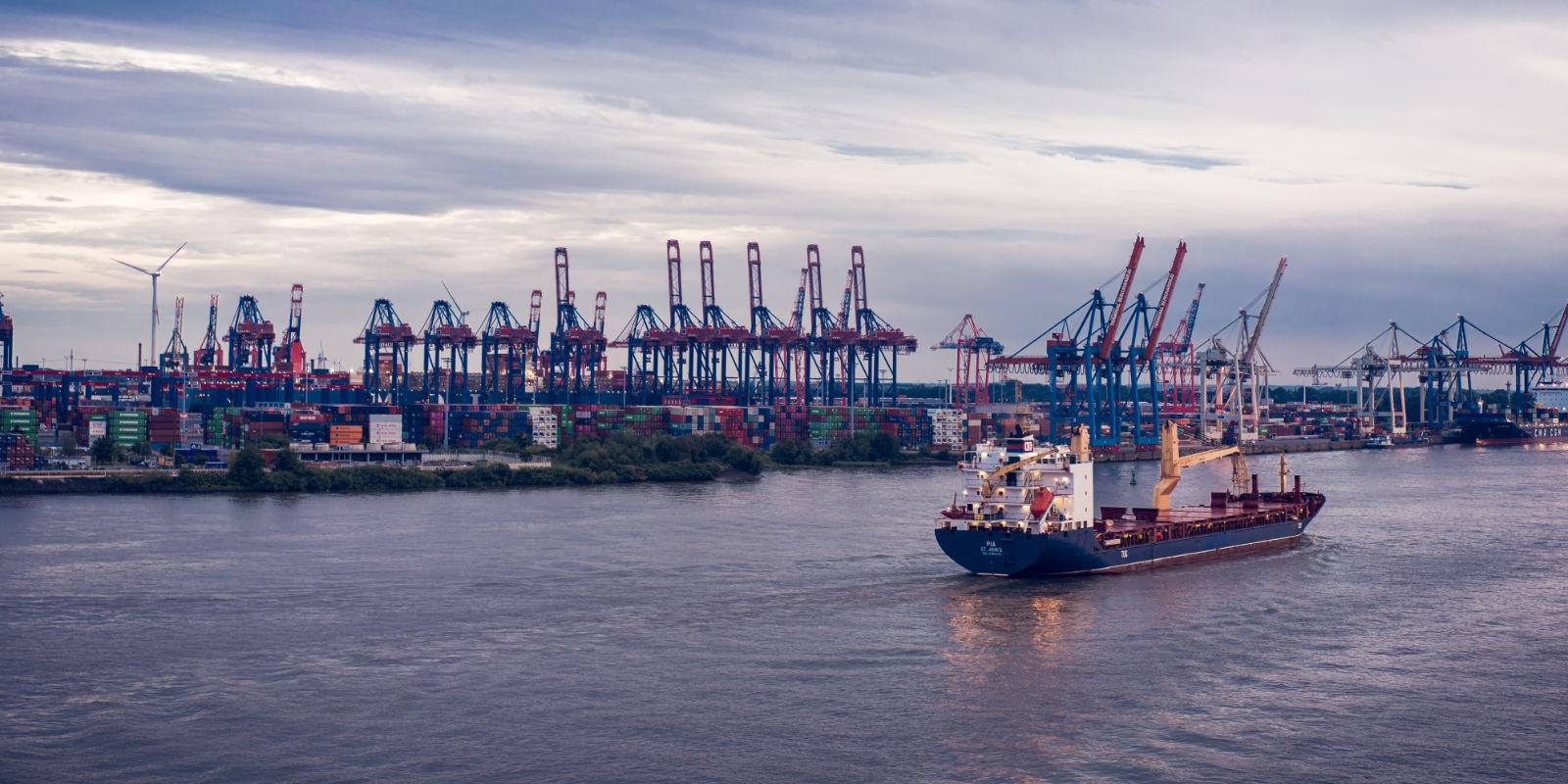 Hamburger Hafen und die Elbe