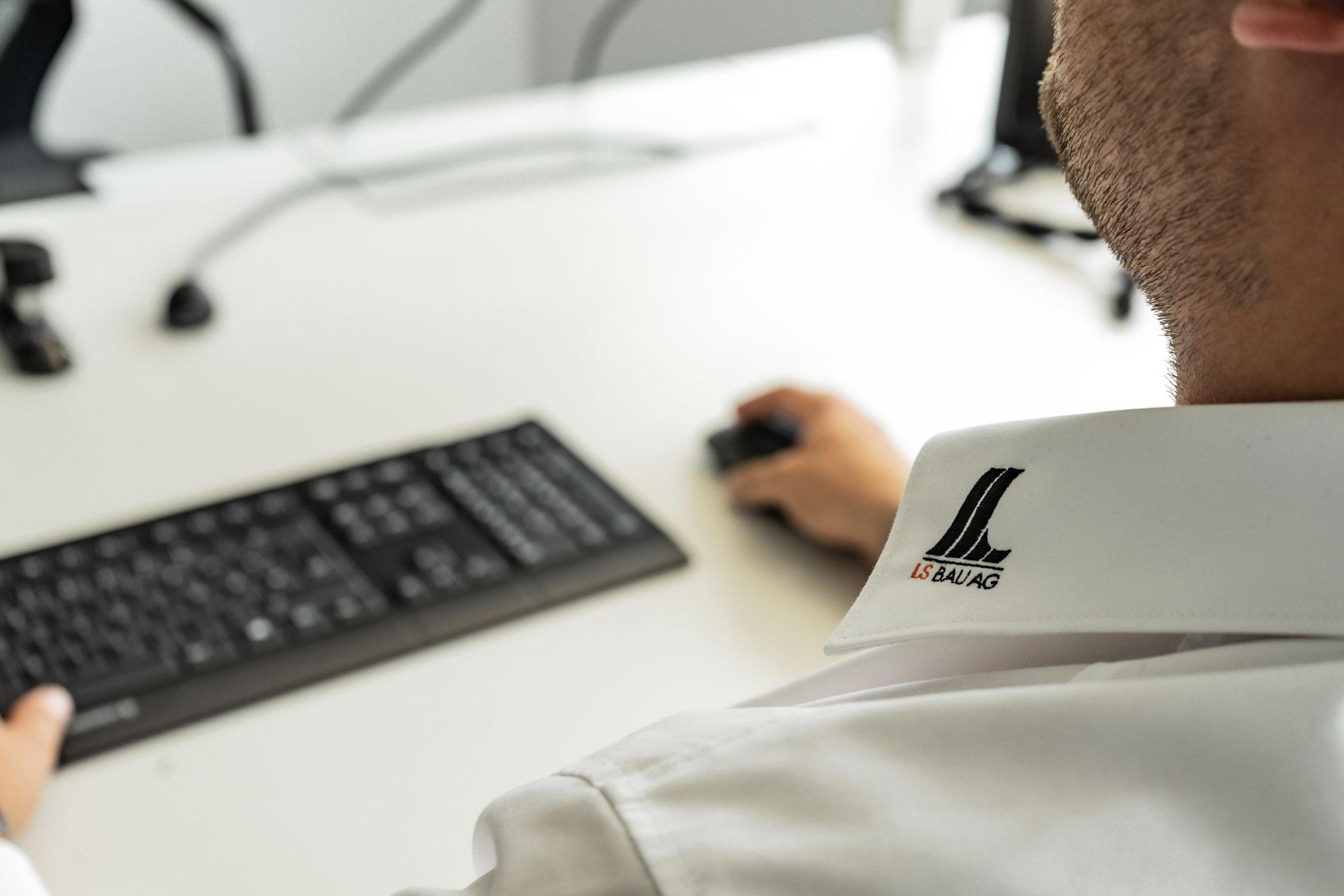 Hemdkragen mit LS Bau AG Logo