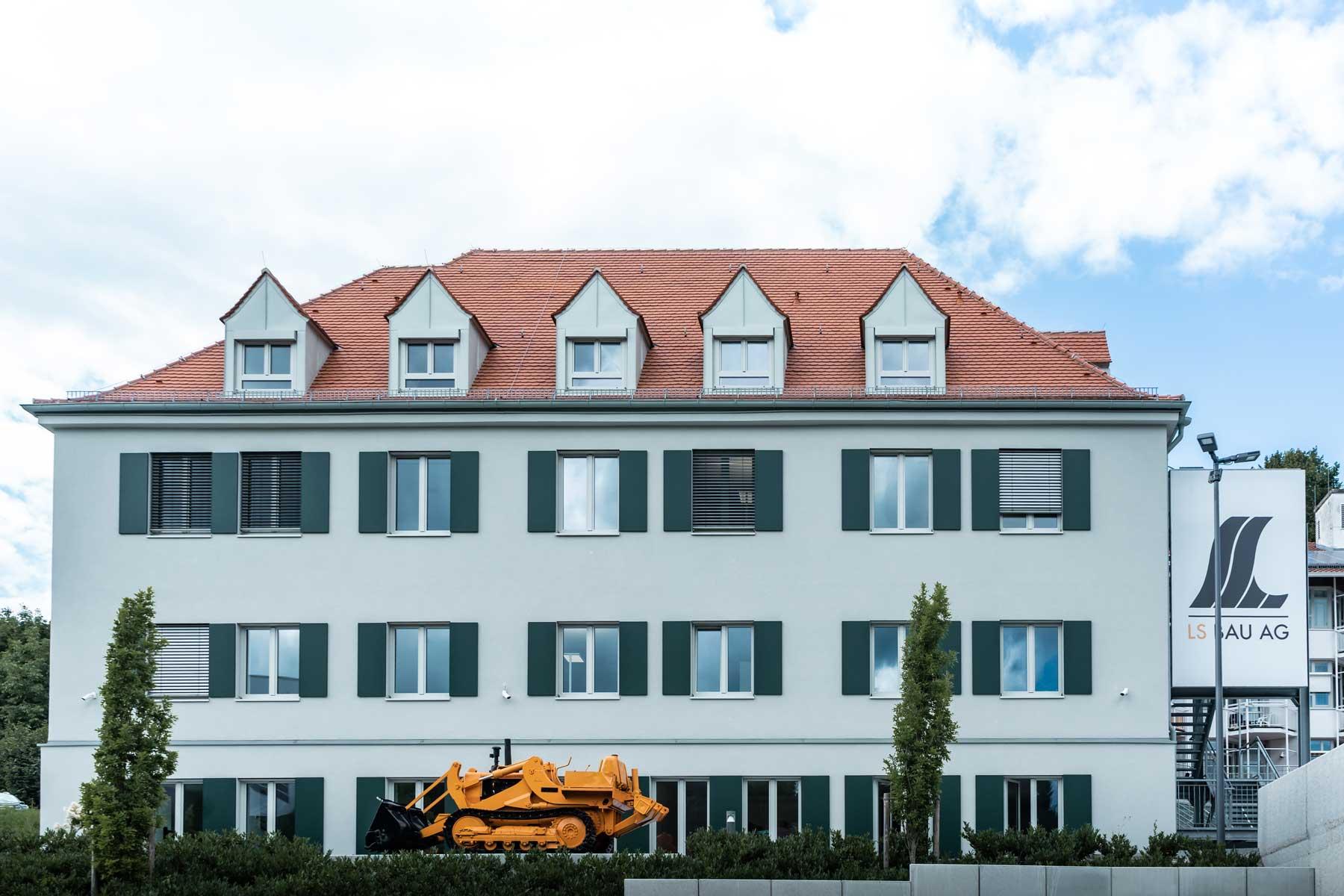Außenansicht des Geschäftsgebäude in Thannhausen