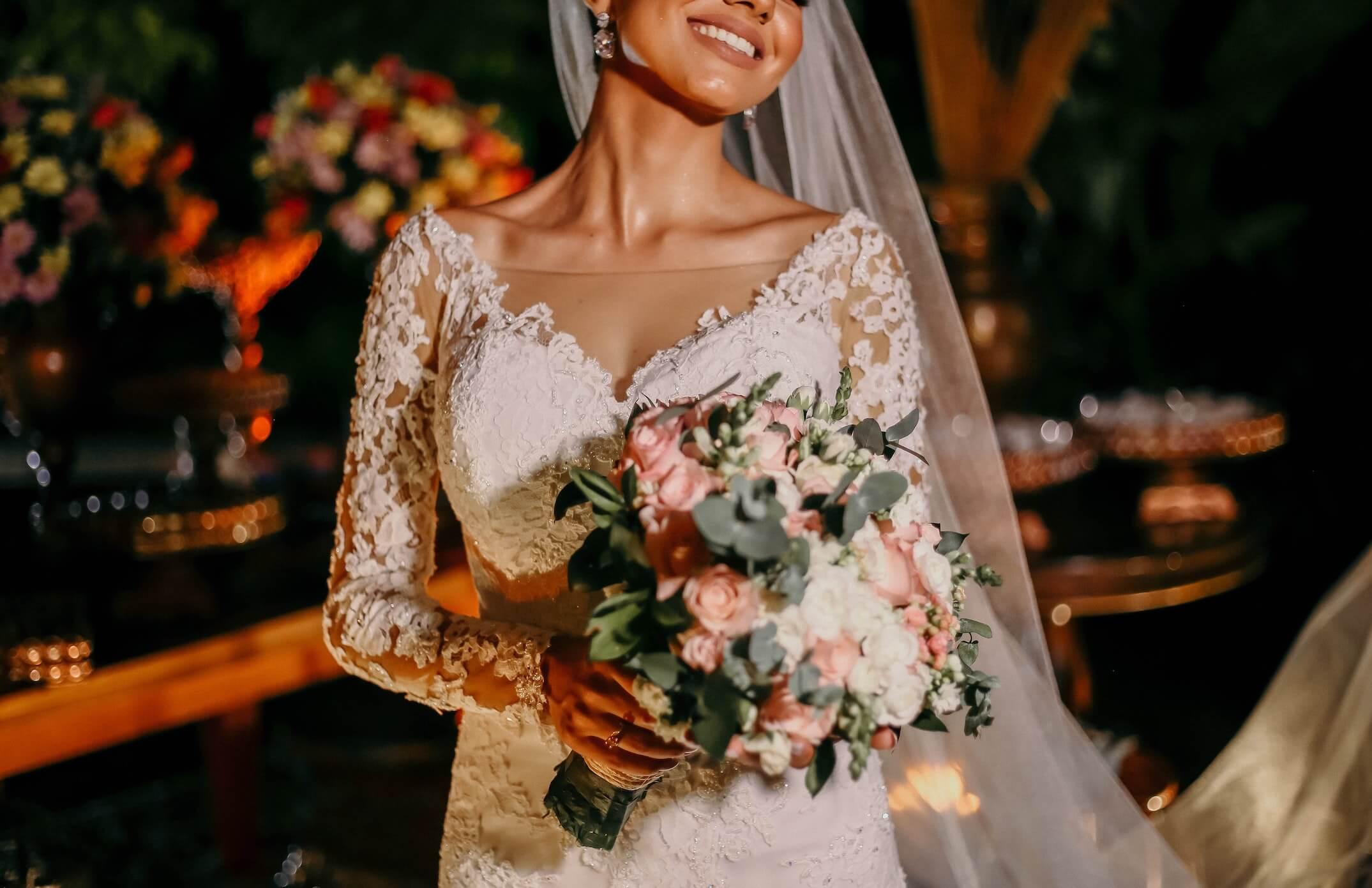 A bride walks into the wedding hall on her wedding day.