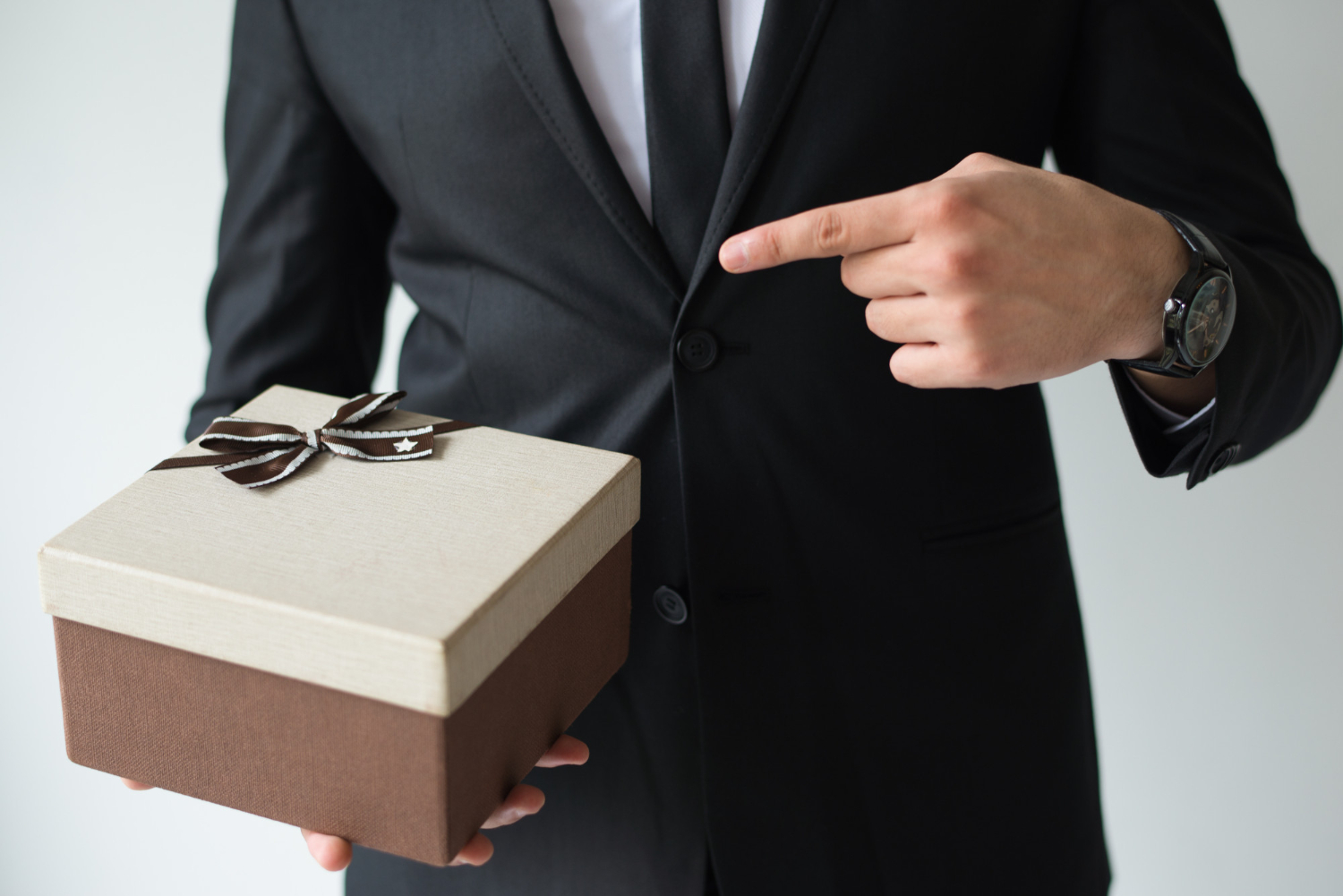 4 Reasons Why Corporate Gifts Are Important in Dubai