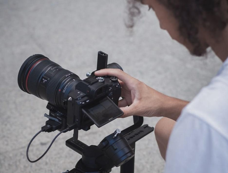 Make Production Команда ребят с Canon и Sony в руках делает сочный и модный контент