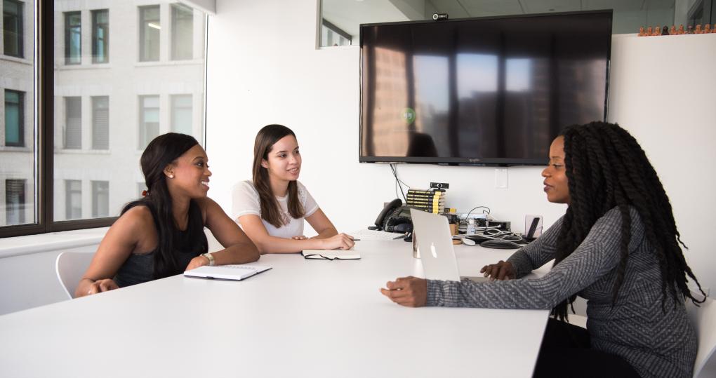 Best practices pour vos entretiens de mi-année 2021