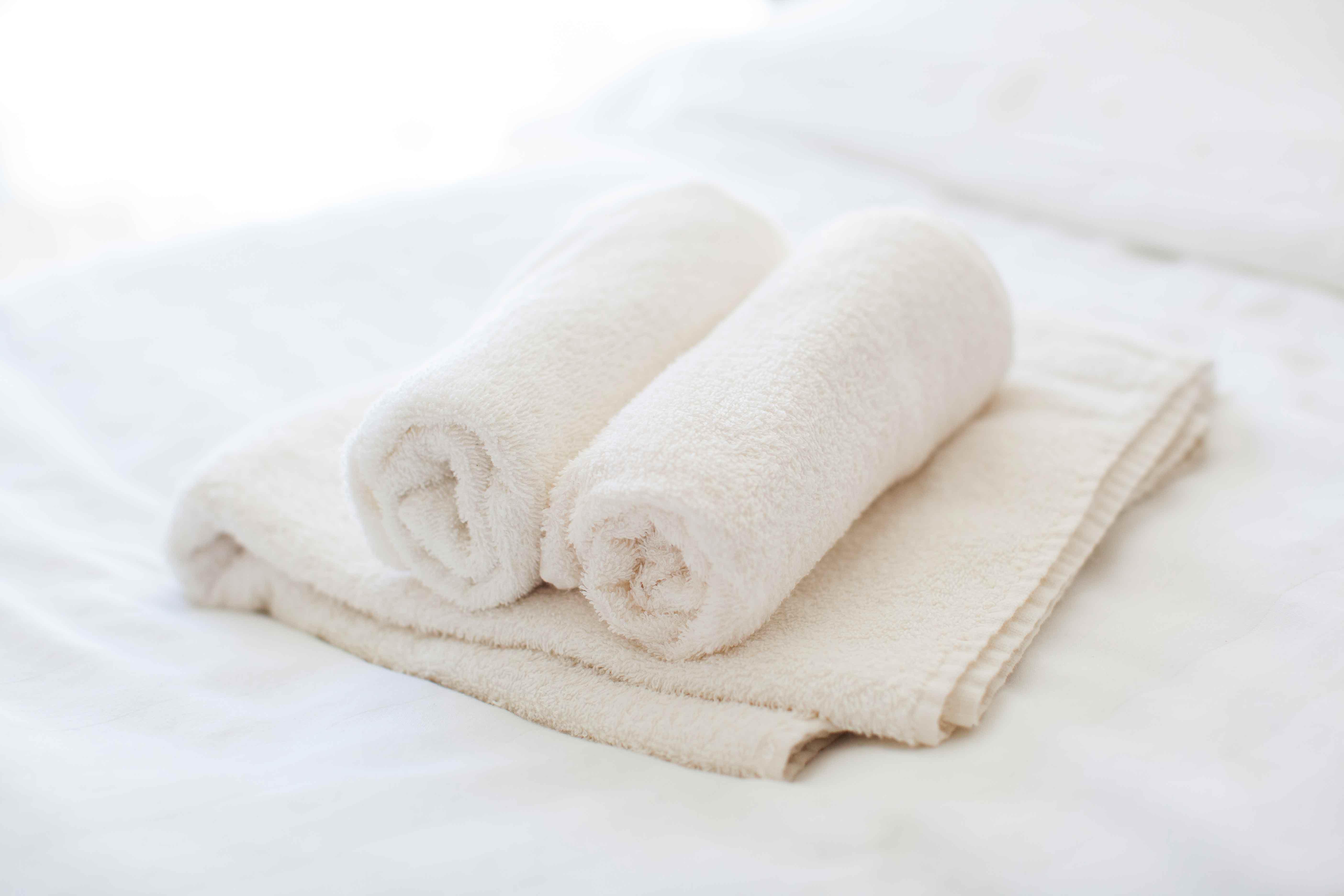 Pyyheitä ja liinavaatteita