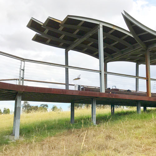 Eagle lookout on the outskirts of Melbourne showing the deck and canpoy, thumbnail image.